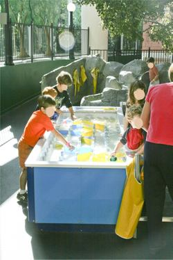 Water_table_in_kids_town_2